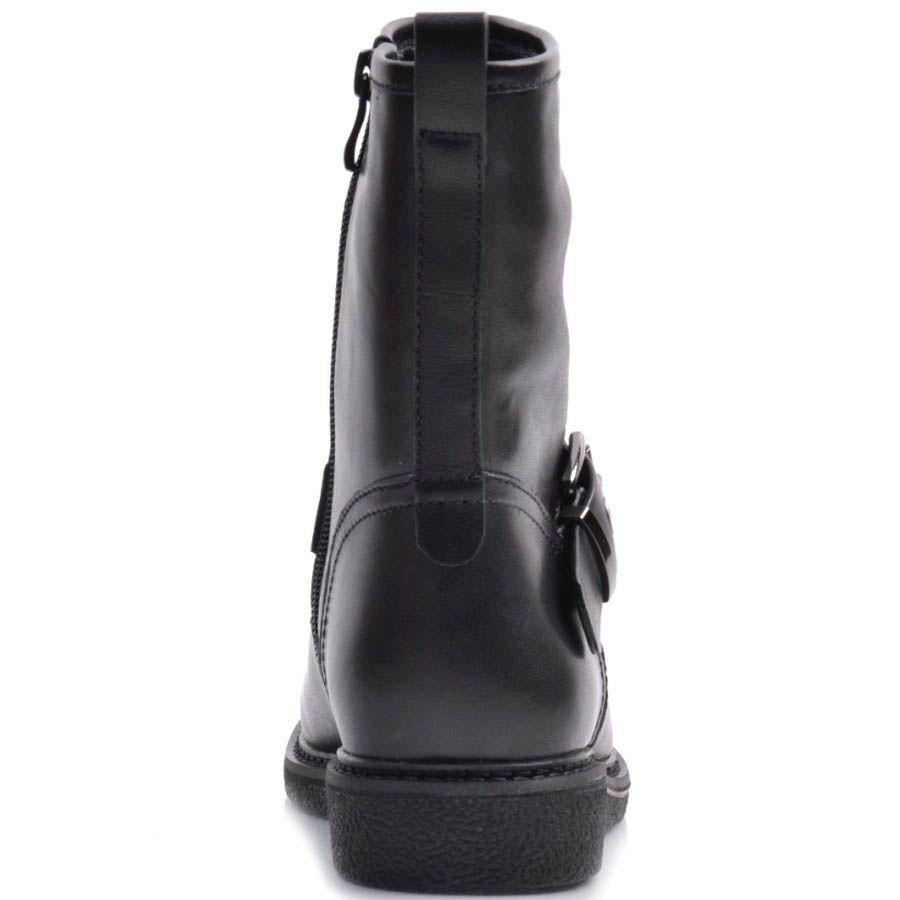 Полусапоги Prego черные кожаные с прямым голенищем и ремешком с металлической пряжкой