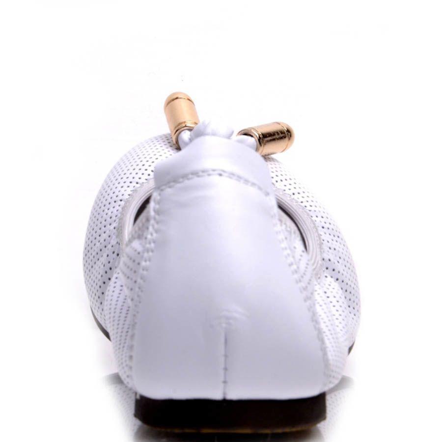 Балетки Prego белого цвета на резинке с металлическим декором