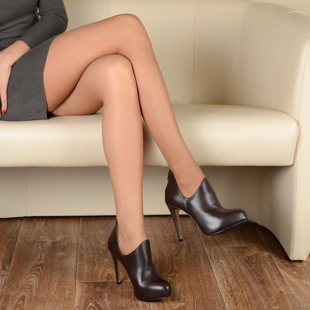Кожаные ботильоны на шпильке Cafe Noir Linea Glamour коричневые с фигурным верхом