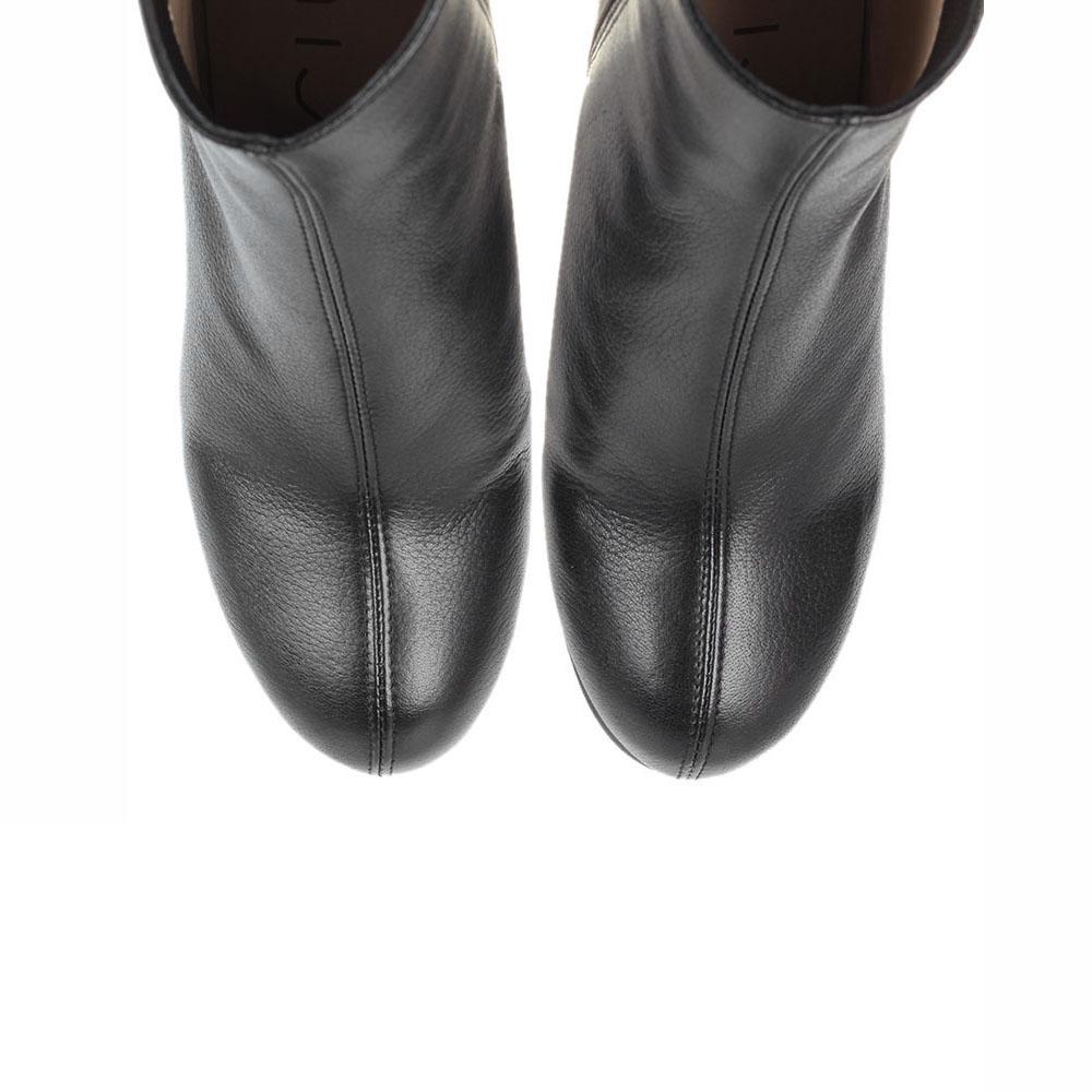 Кожаные ботильоны Unisa черного цвета на устойчивом каблуке