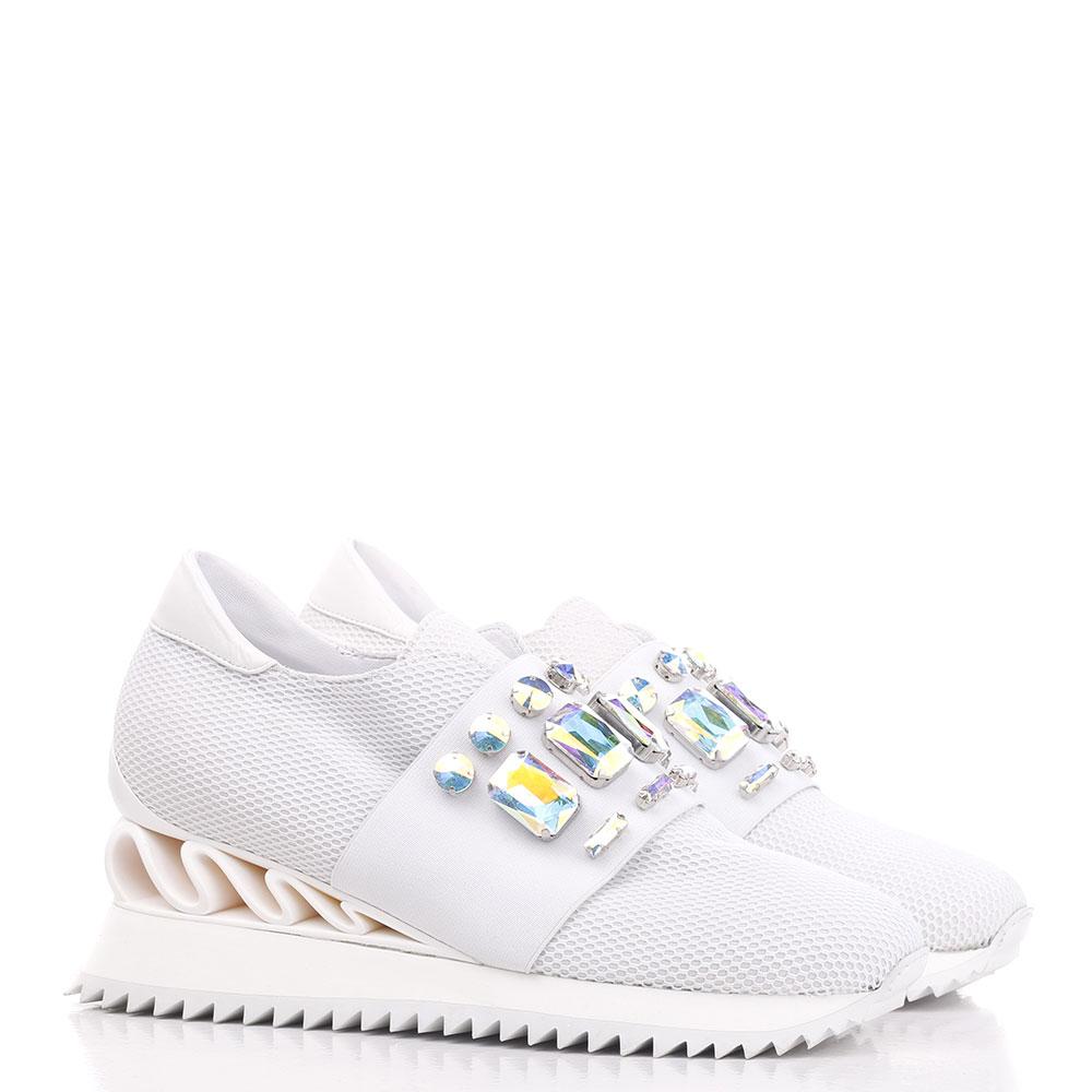 Белые кроссовки Le Silla с декором-камнями