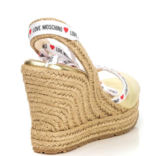 Золотистые босоножки Love Moschino на плетенной танкетке