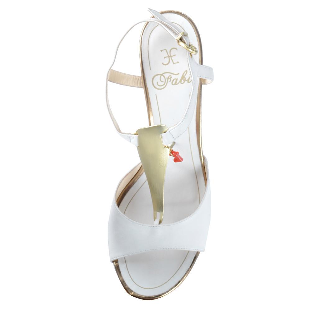 Белые кожаные босоножки FABI с подвеской-кораллом