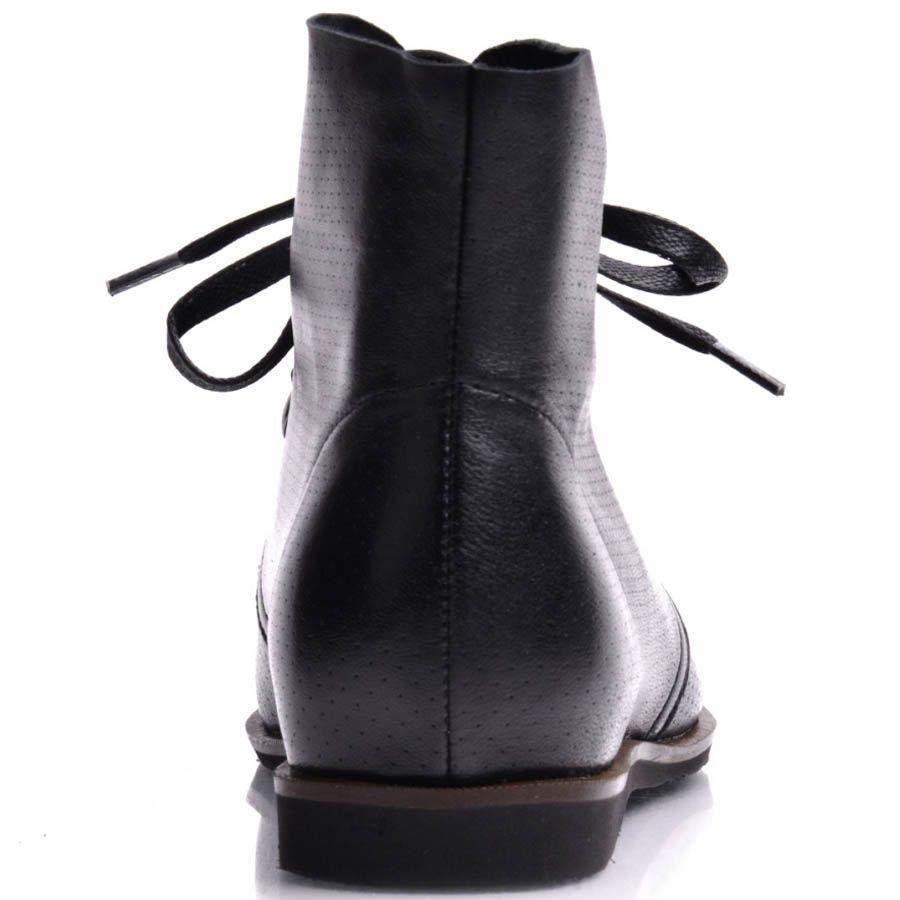 Ботинки Prego женские черного цвета в мелкую перфорацию и с кожаными шнурками