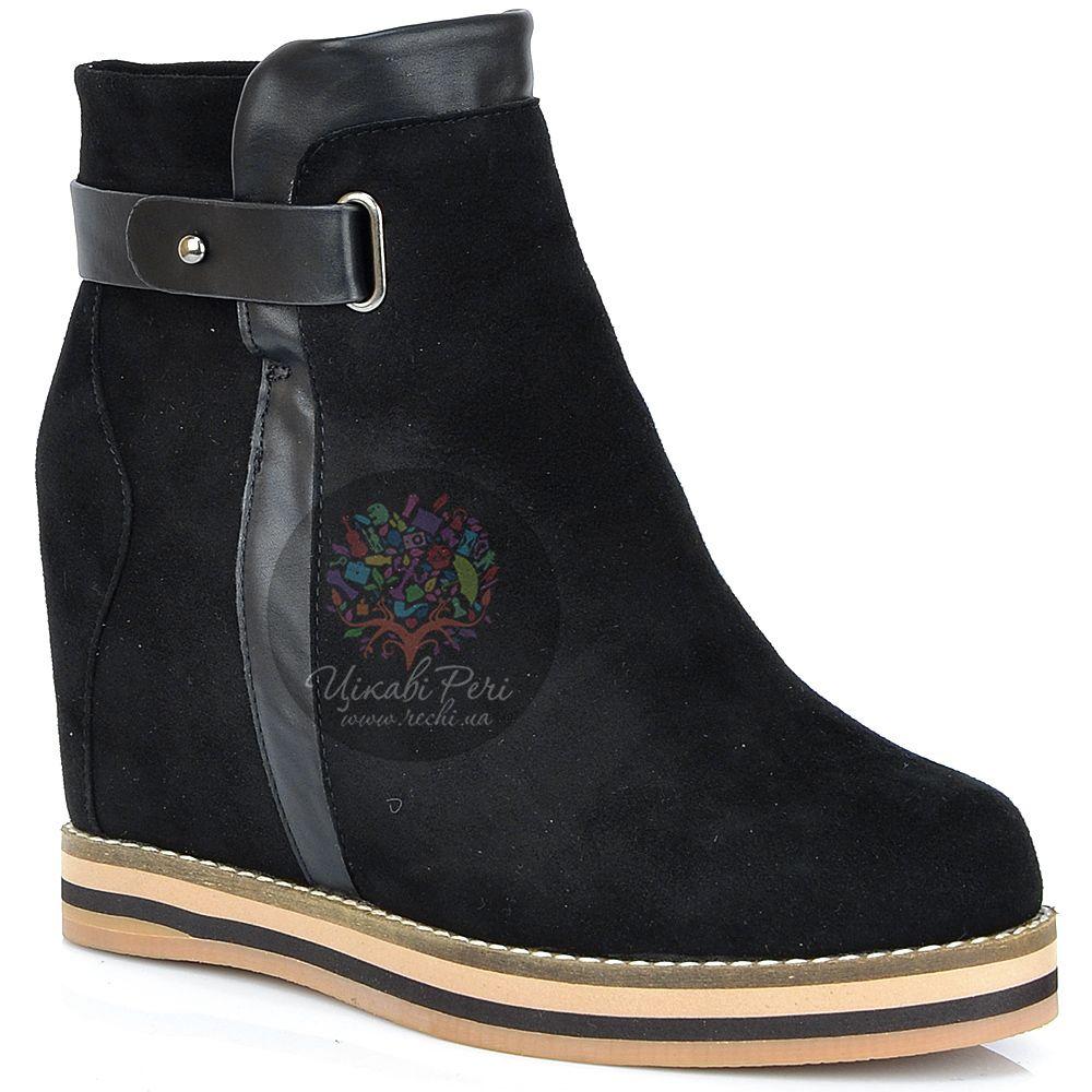 Ботинки Laura Mannini черные замшевые на скрытой танкетке