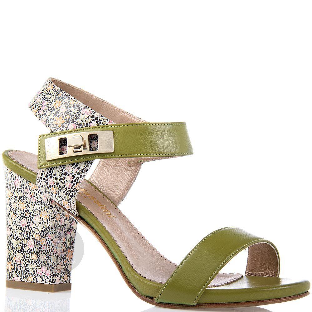 Босоножки William Massimi зеленого цвета с цветной вставкой на каблуке и пятке