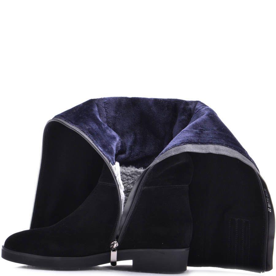 Сапоги Prego зимние черного цвета на низком ходу из замши с ремешком украшеным металлическим лезвием