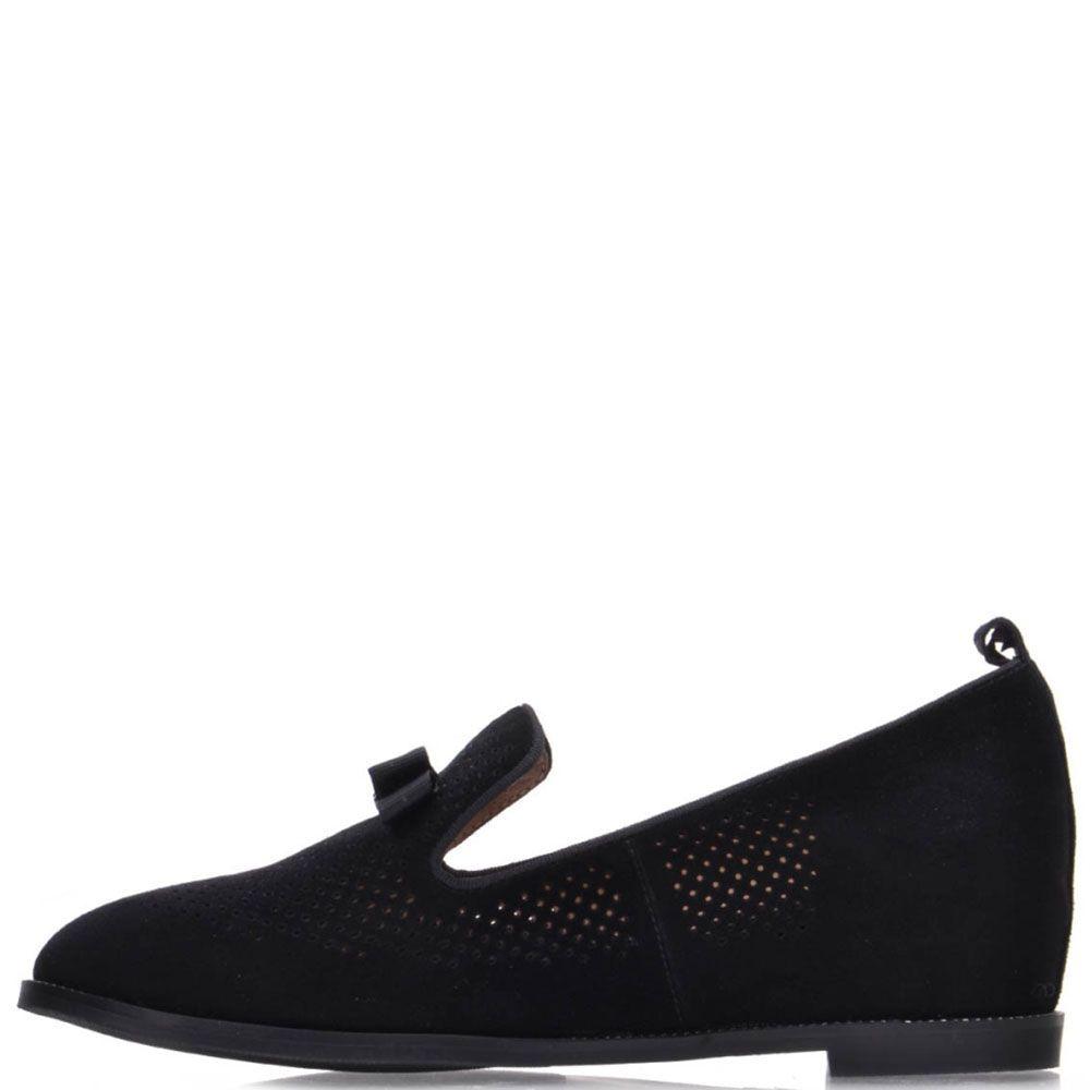 Туфли Prego из натуральной перфорированной замши черного цвета с камнями на бантике