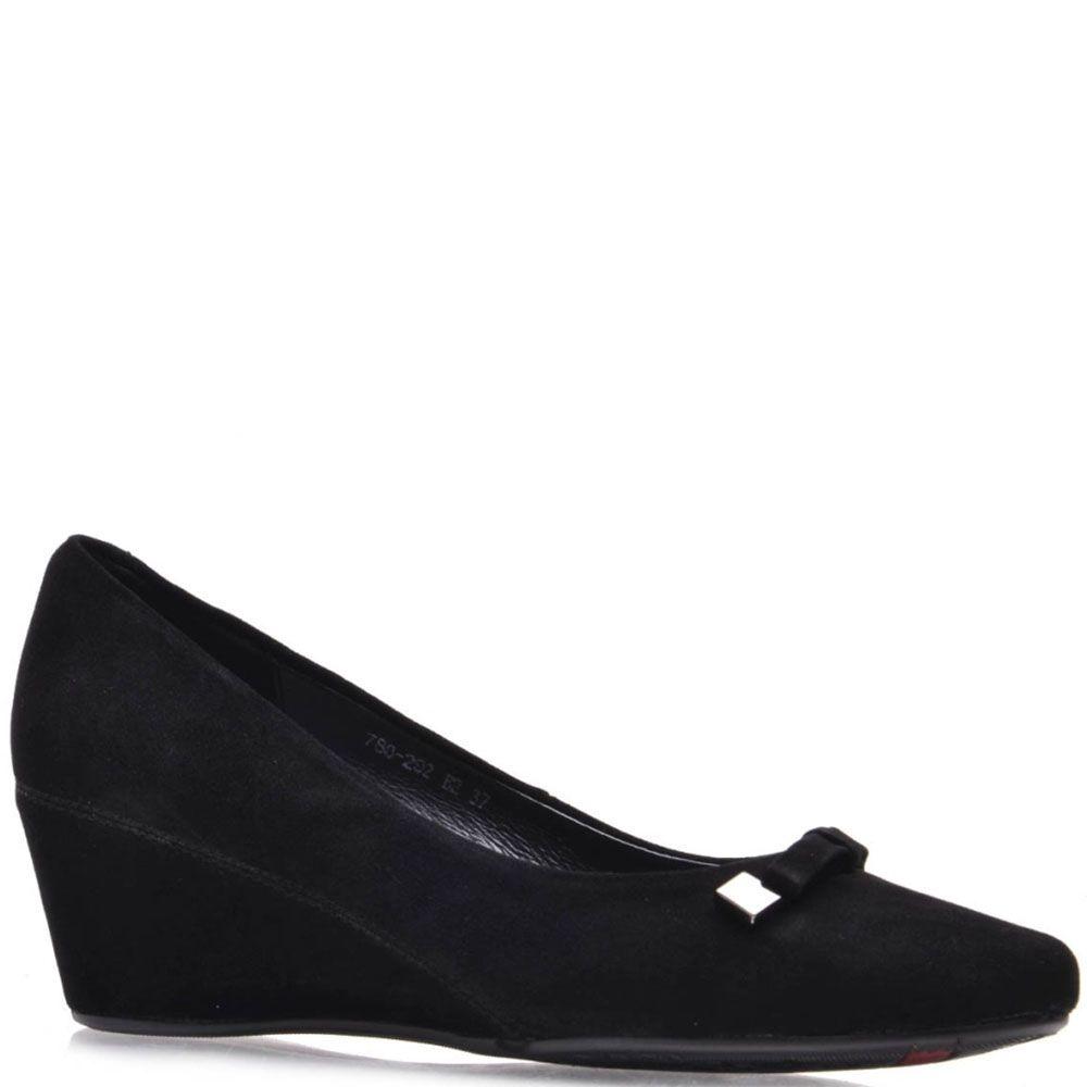 Туфли Prego из натуральной замши черного цвета на танкетке