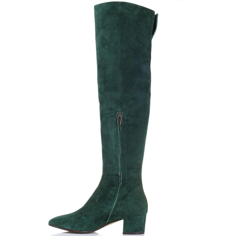 Ботфорты из замши The Seller зеленого цвета на толстом каблуке