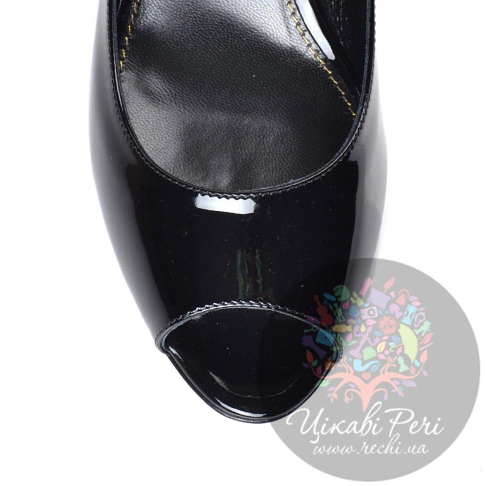 Туфли Sergio Rossi из лаковой черной кожи на невысокой танкетке с открытым носком