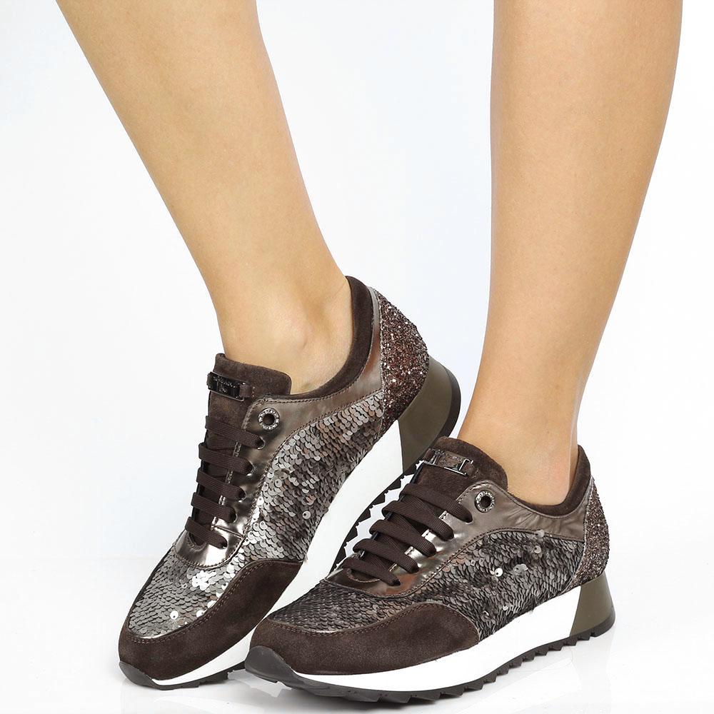 Кожаные кроссовки с замшевыми вставками Tosca Blu украшенные серебристыми пайетками