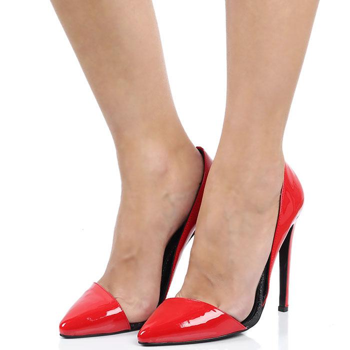 Туфли-лодочки Kandee лаковые красного цвета с блестящей черной подошвой