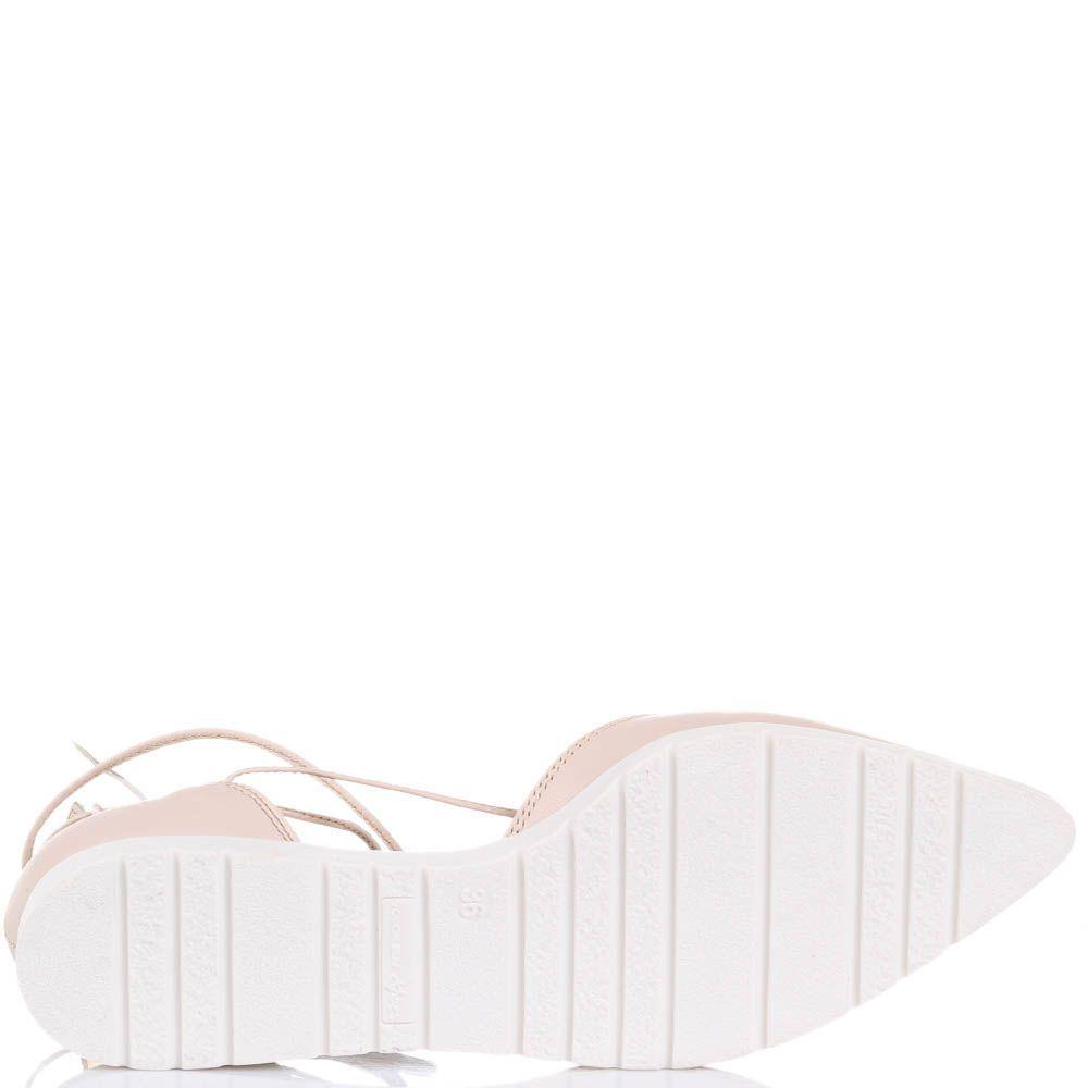 Туфли Tosca Blu бежевого цвета с острым носочком и греческой шнуровкой