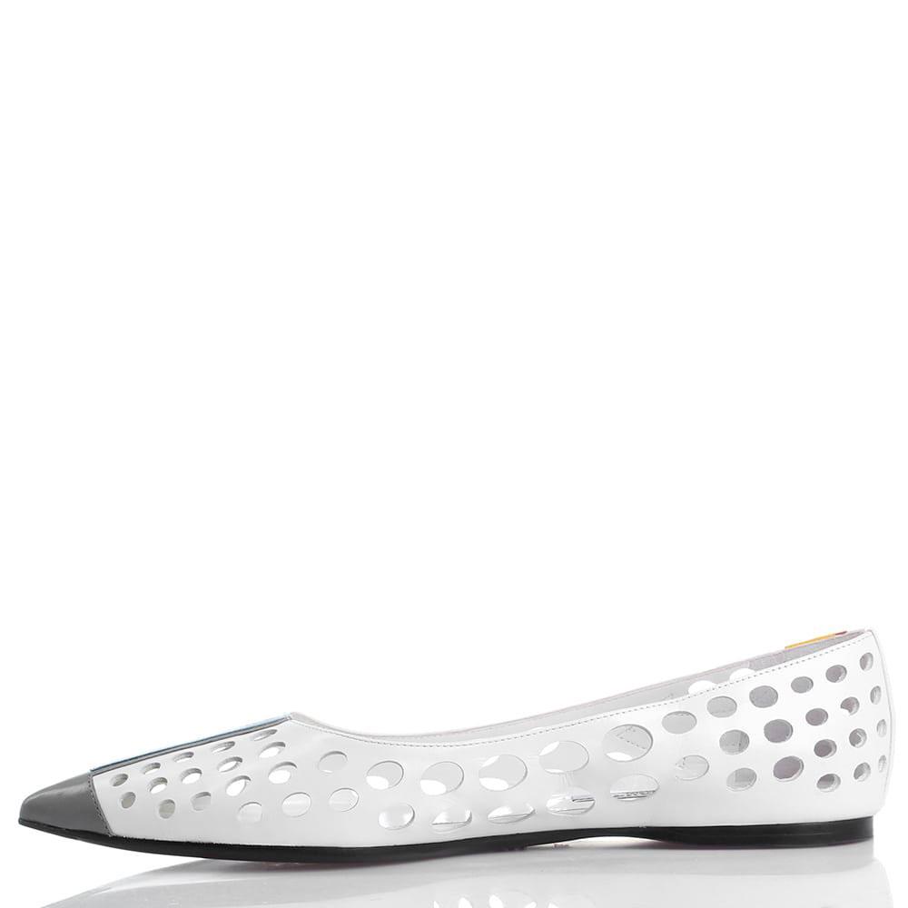Белые балетки Prada с крупной перфорацией