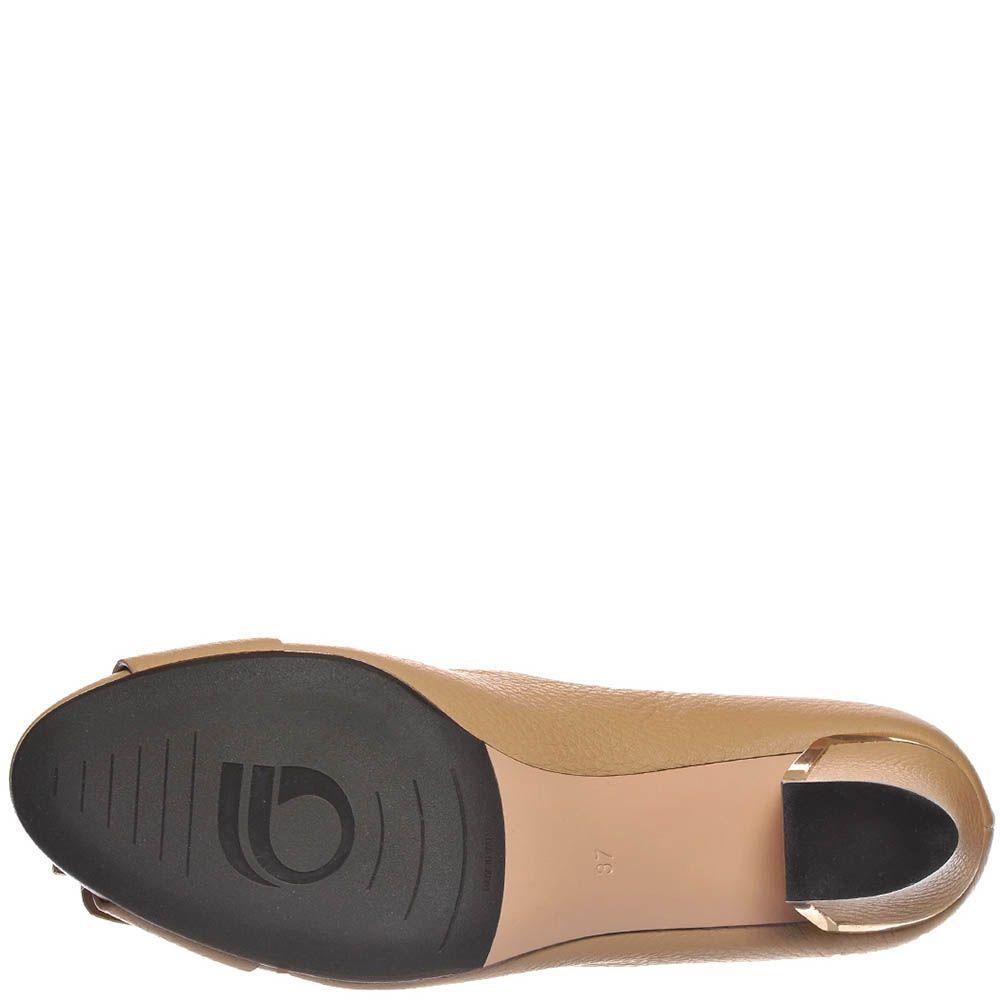Туфли Giorgio Fabiani из натуральной кожи бежевого цвета с золотистым декором на каблуке