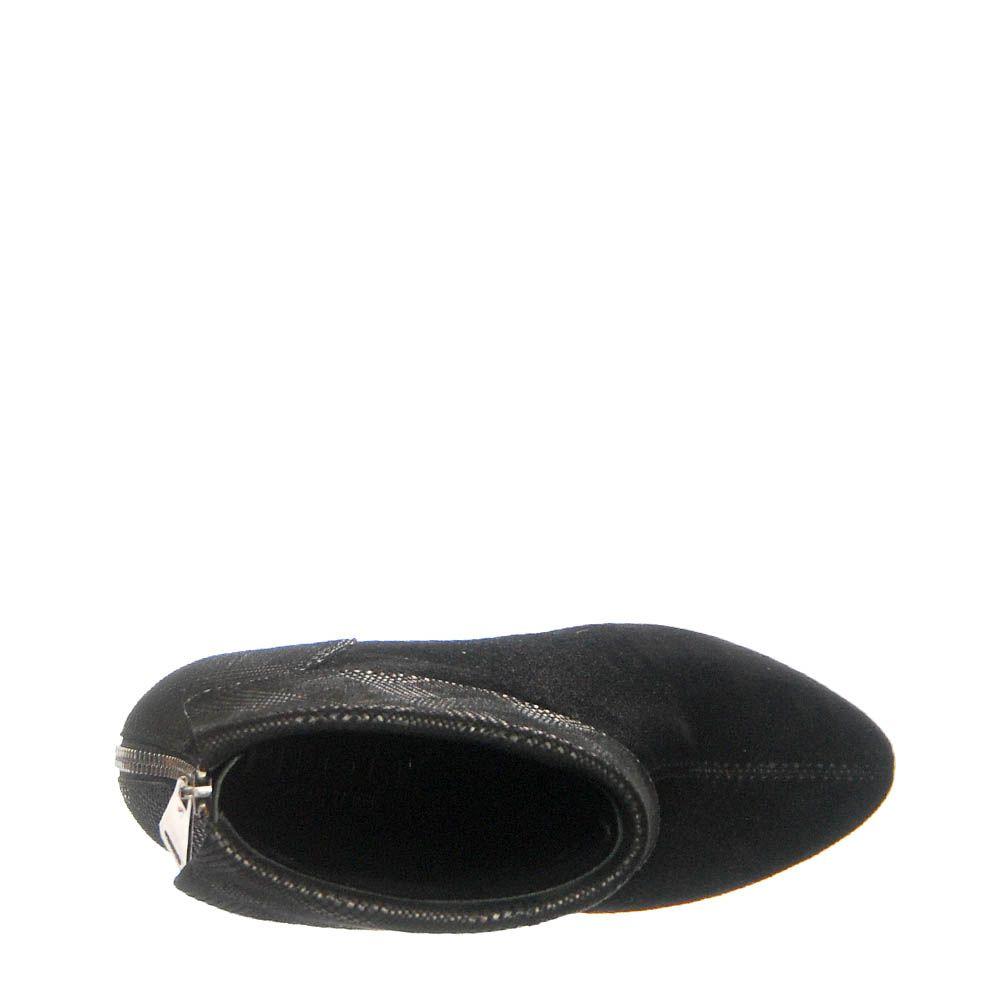 Демисезонные ботинки Loriblu черного цвета на молнии