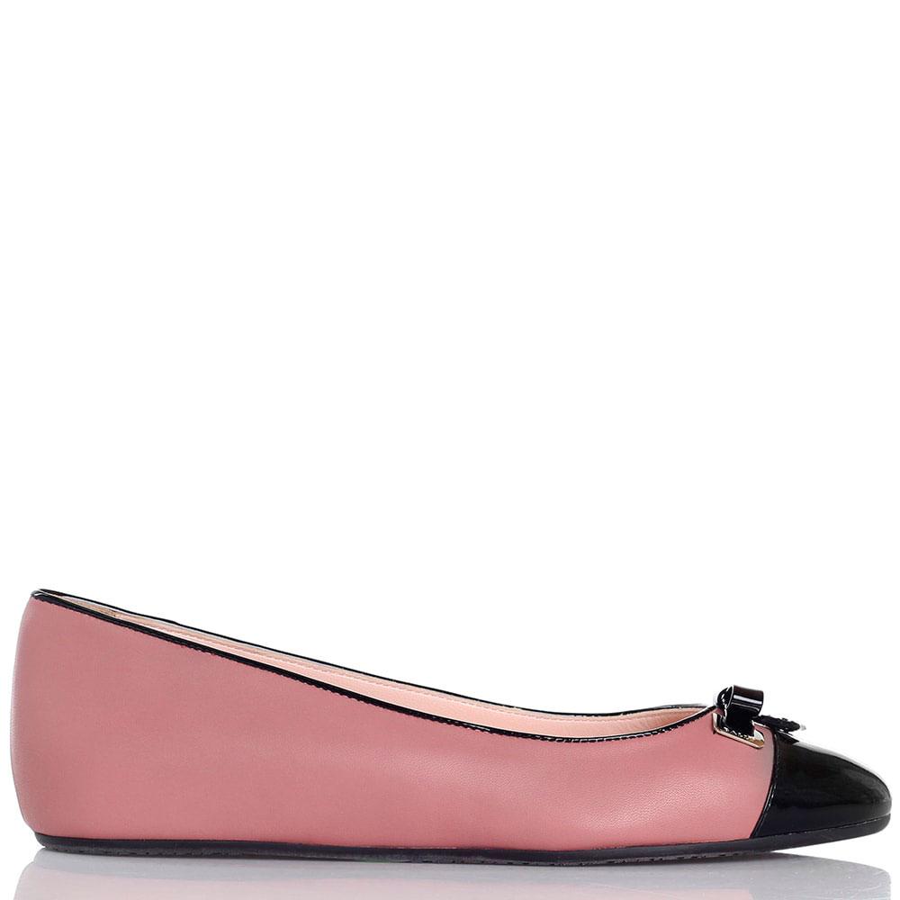 Кожаные балетки розового цвета Bally с лаковым носком