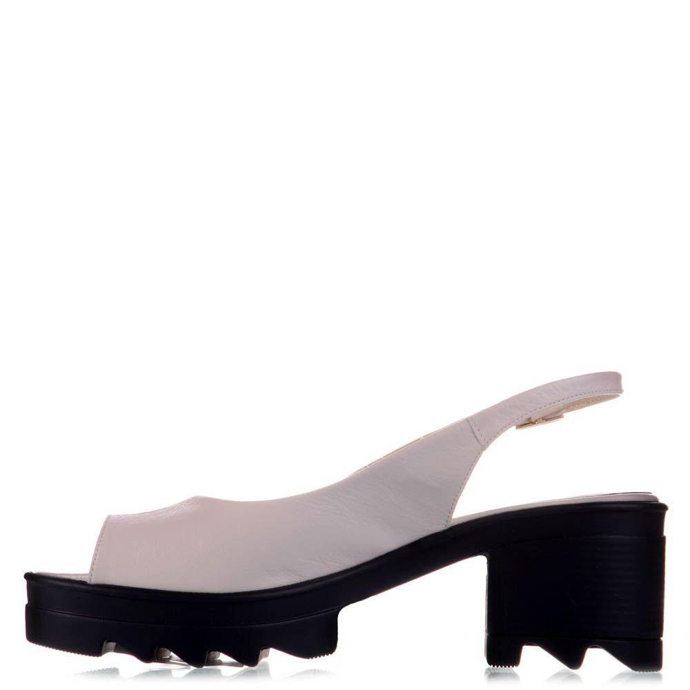 Босоножки Prego из лаковой кожи бежевого цвета на удобном каблуке и платформе