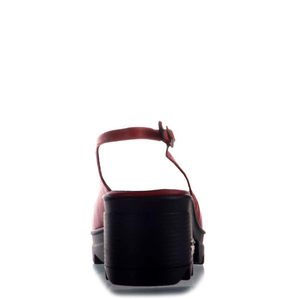 Босоножки Prego кожаные красного цвета на тракторной черной подошве