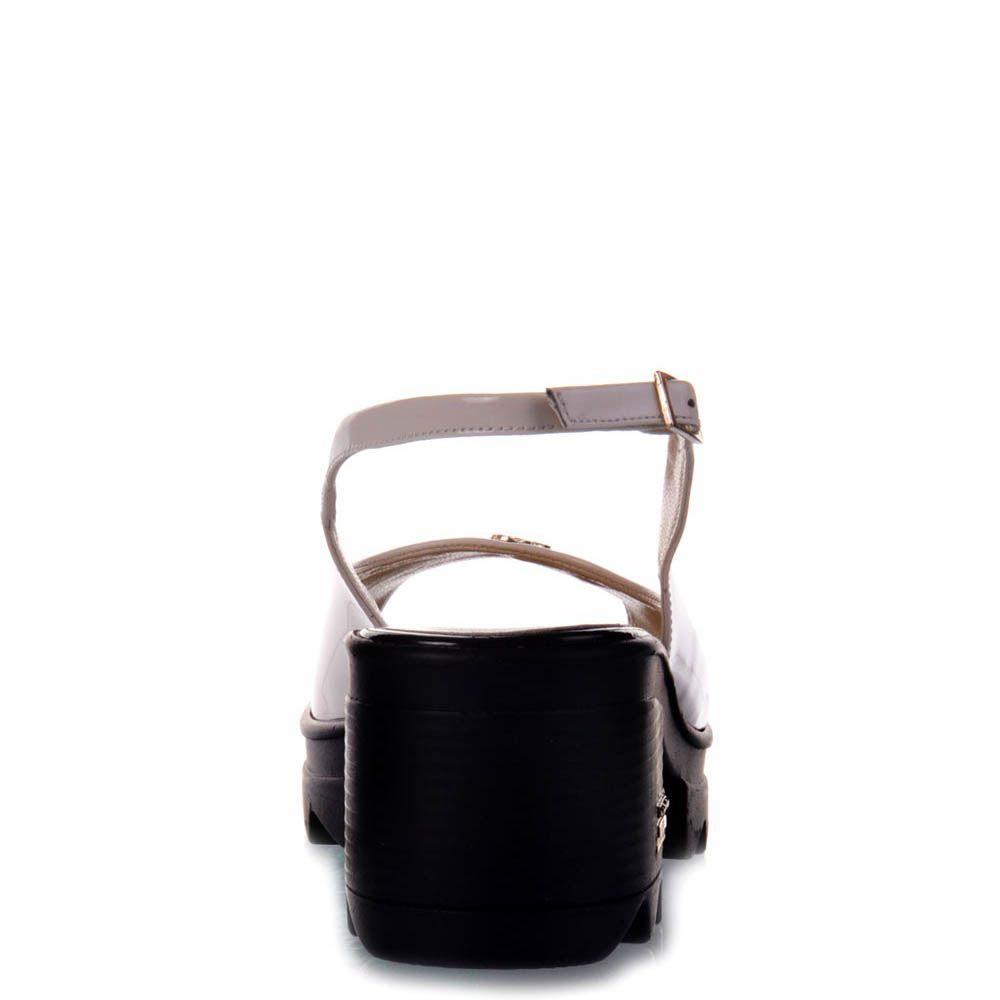 Лаковые босоножки Prego бежевого цвета на тракторной черной подошве