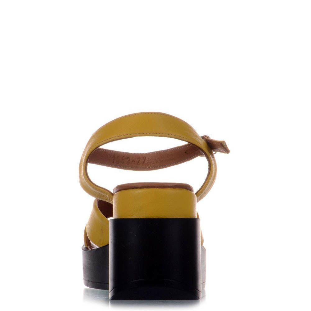 Сандалии Prego желтого цвета из натуральной кожи на черной танкетке