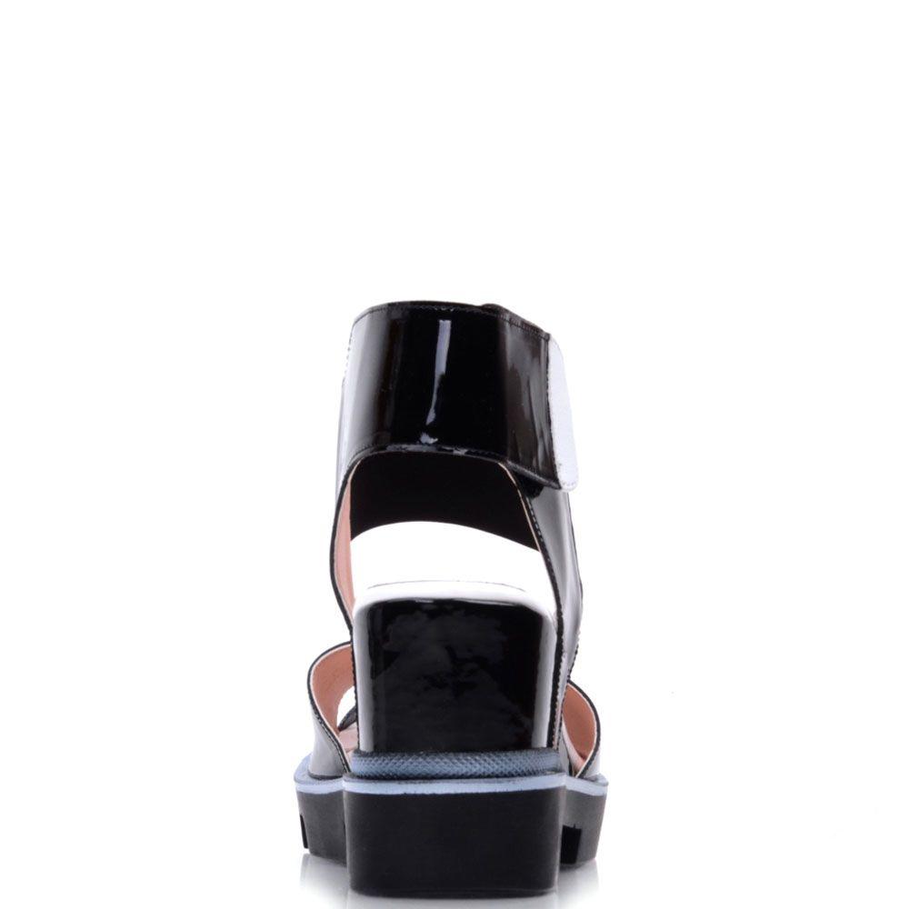 Босоножки Prego из лаковой кожи черного цвета на рельефной подошве