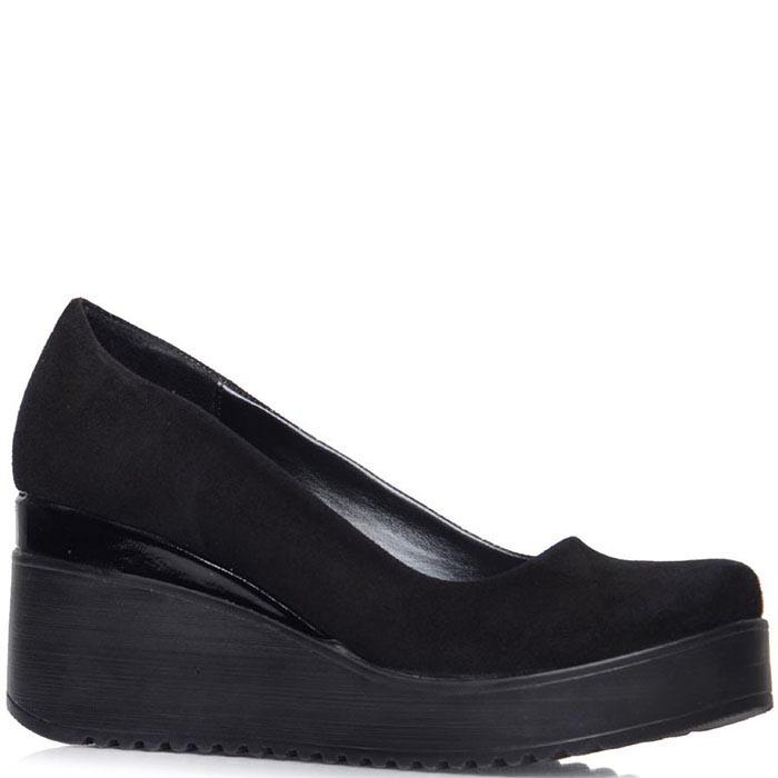 Туфли Prego из натуральной замши черного цвета на танкетке с лаковой вставкой