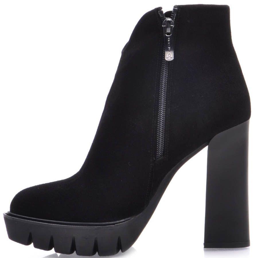 Ботильоны Prego черного цвета замшевые с округлым верхом и узким носком на толстом каблуке