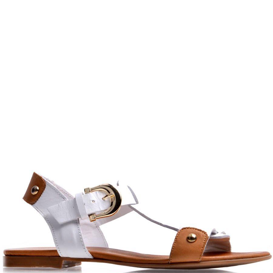 Сандалии Prego кожаные белого цвета с коричневыми вставками и золотистой пряжкой