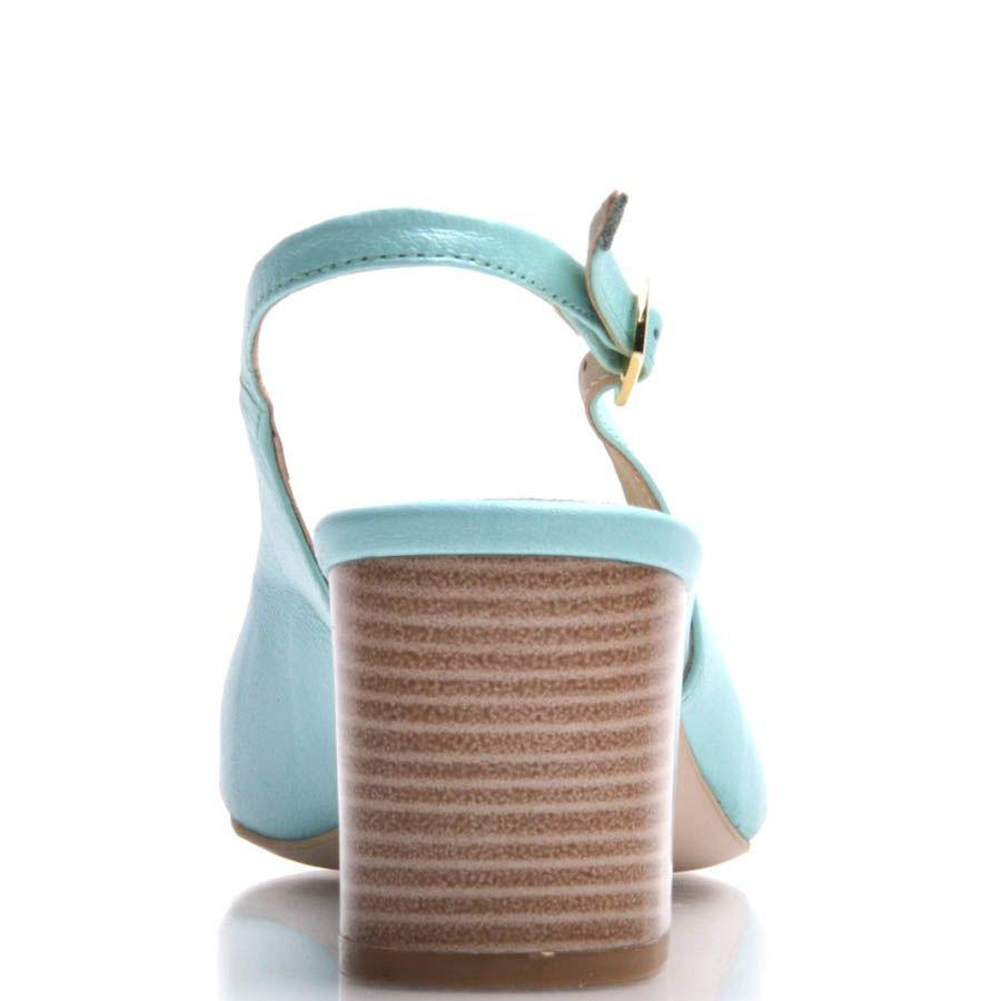 Босоножки Prego на толстом каблуке голубого цвета