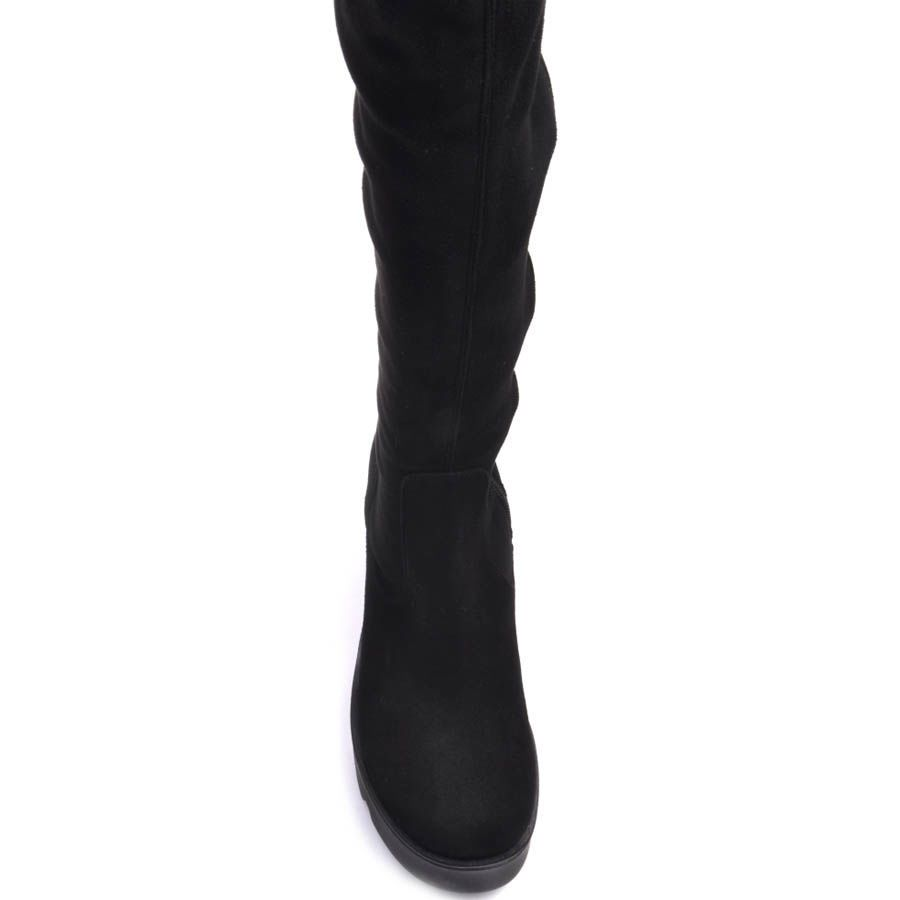 Сапоги Prego осенние замшевые черного цвета на толстом каблуке с рельефной танкеткой и обтягивающим голенищем
