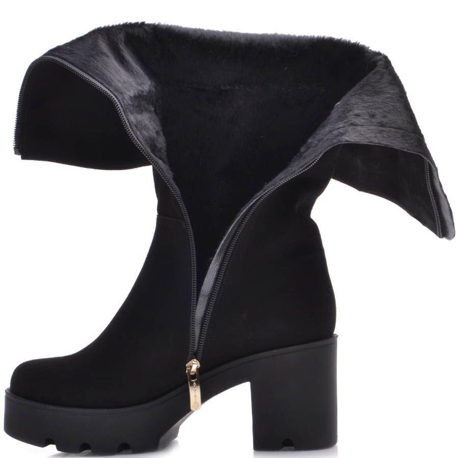Сапоги Prego осенние замшевые черного цвета на толстом каблуке с декором в виде золотистого герба