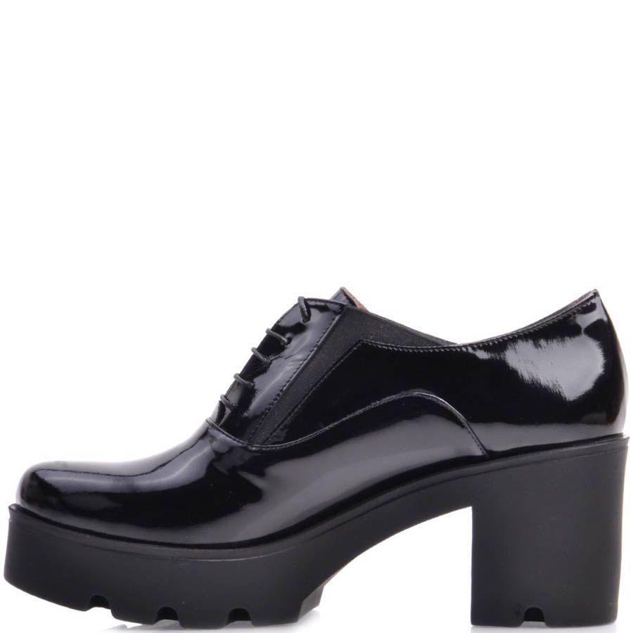 Туфли Prego лаковые на устойчивом каблуке и танкетке черного цвета со шнуровкой