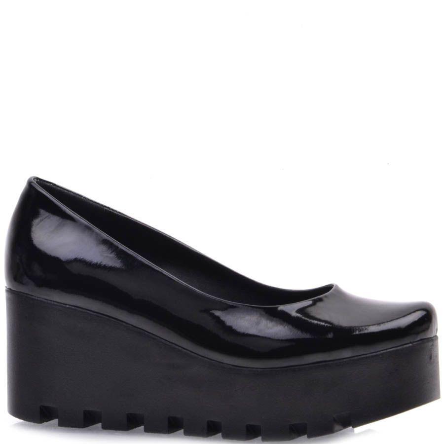 Туфли Prego лаковые на рельефной танкетке черные