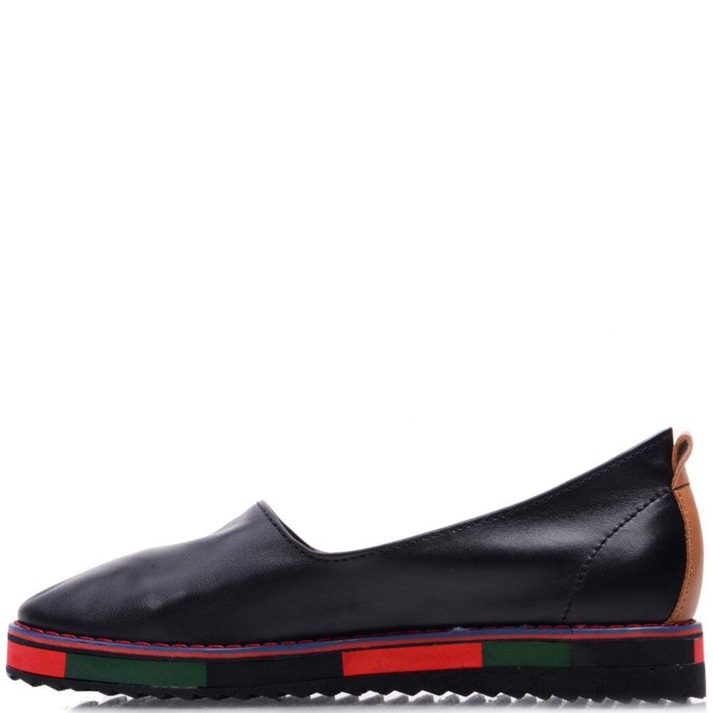 Кожаные слипоны Prego черного цвета на разноцветной подошве
