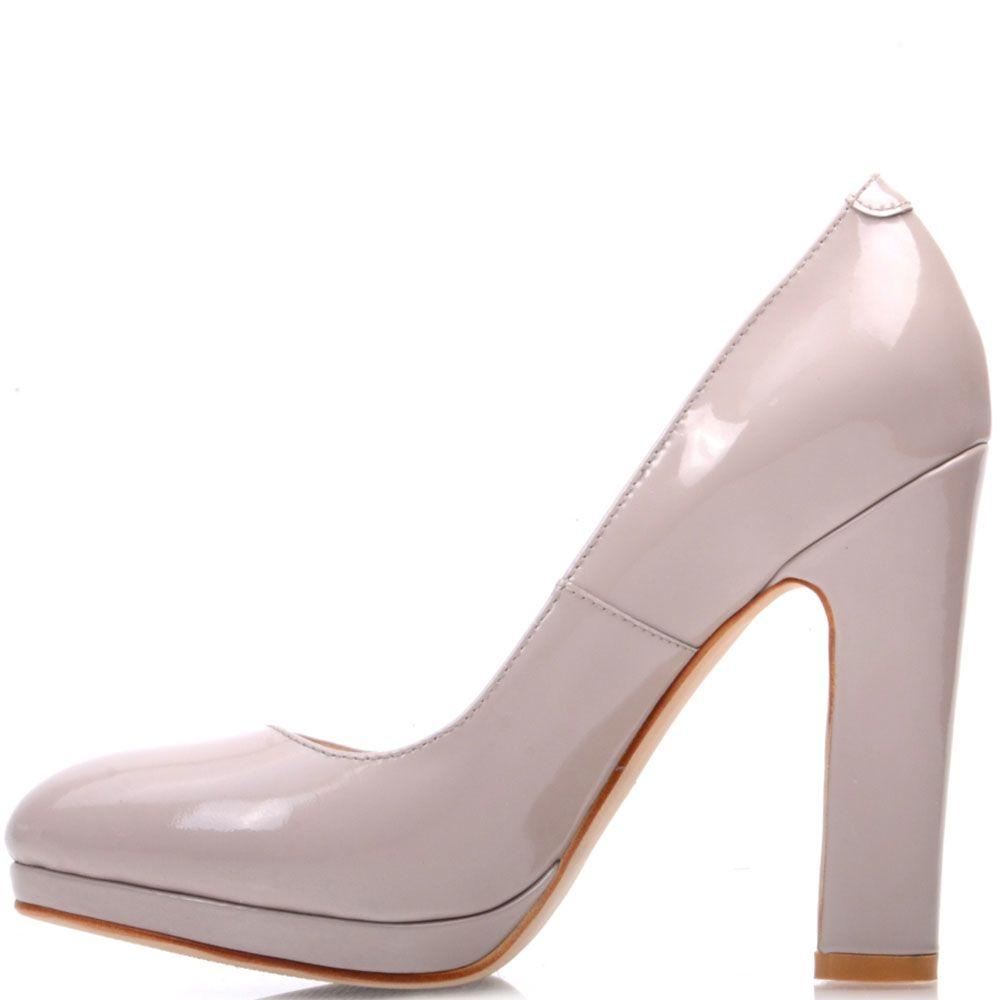 Лаковые туфли Prego из натуральной бежевой кожи на высоком устойчивом каблуке
