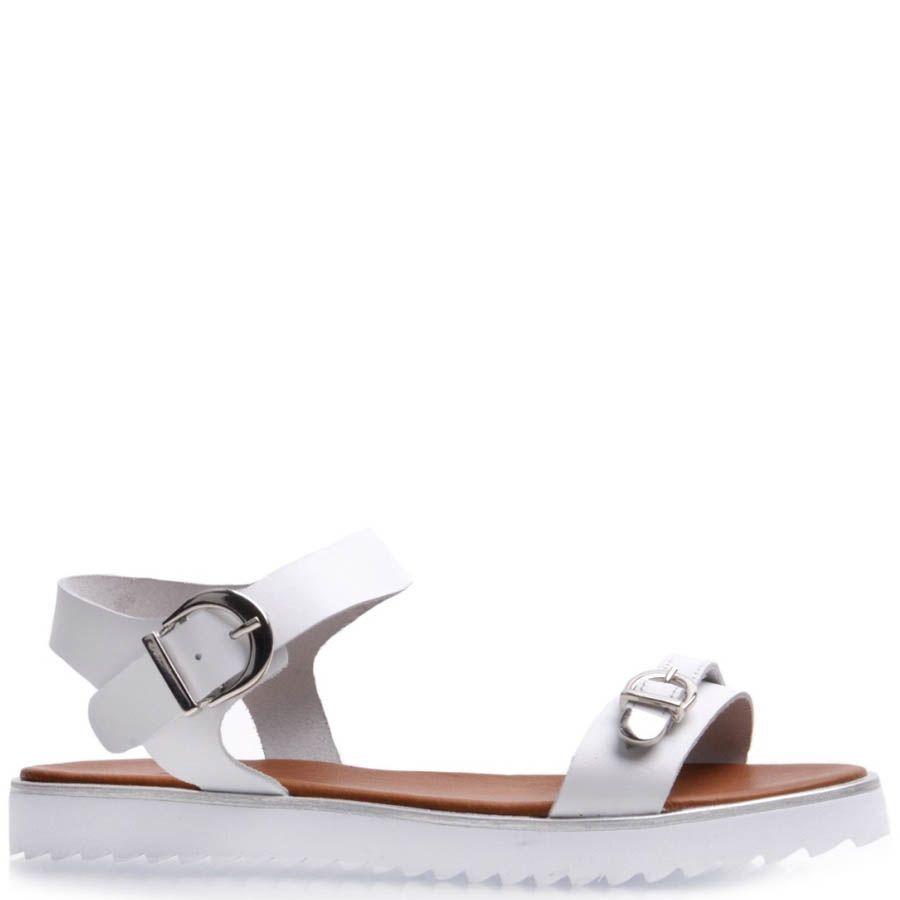 Сандалии Prego спортивные белого цвета с рельефной подошвой и металлическими пряжками