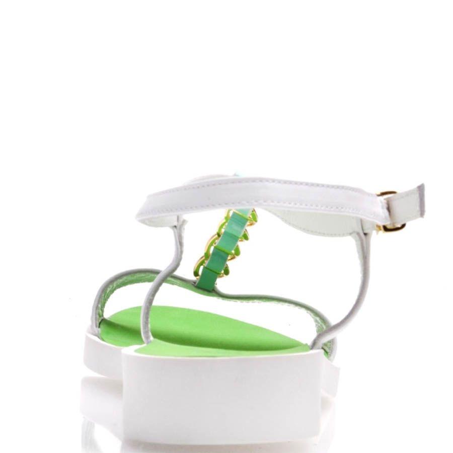 Сандалии Prego белые с цепочкой и зеленые внутри
