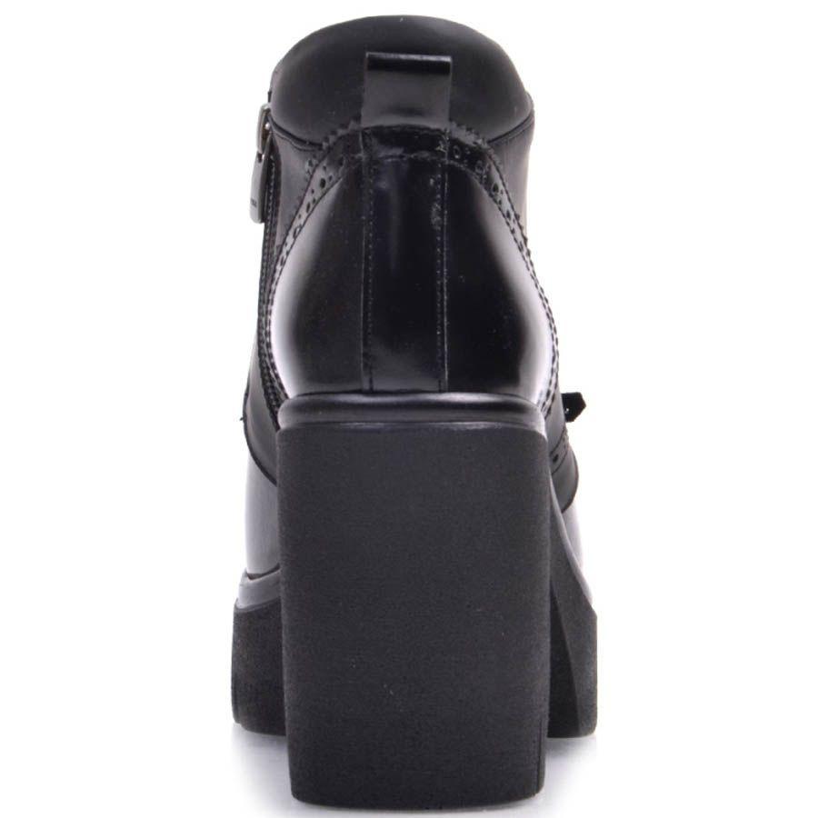 Ботильоны Prego черный на толстой каблуке с кожаной бахромой и перфорироваными деталями