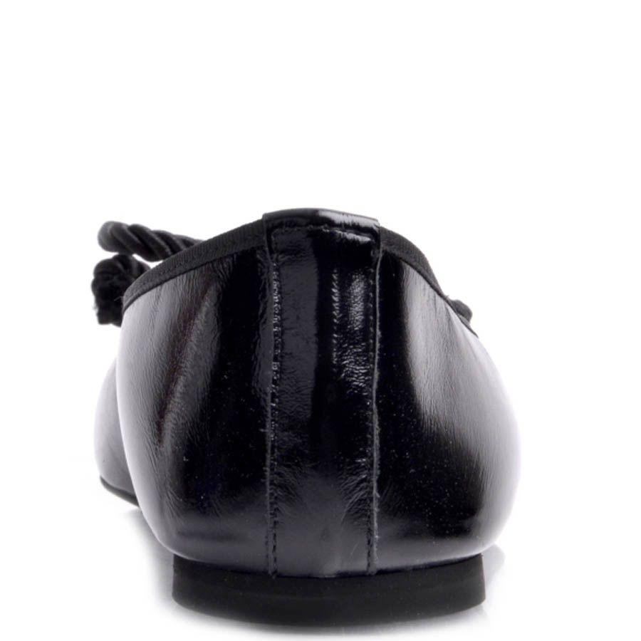 Балетки Prego черного цвета из глянцевой кожи и бантиком их веревки