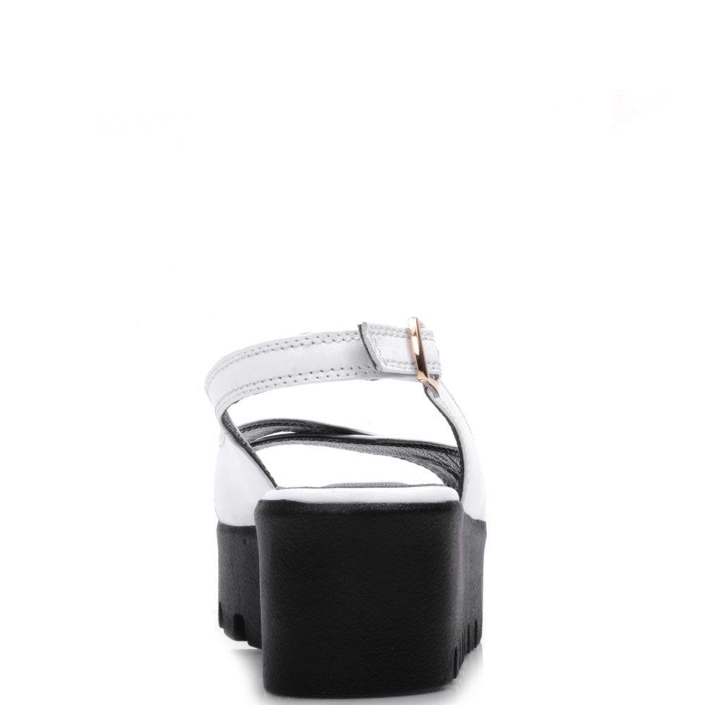 Босоножки на танкетке Prego из кожи белого цвета с ремешком