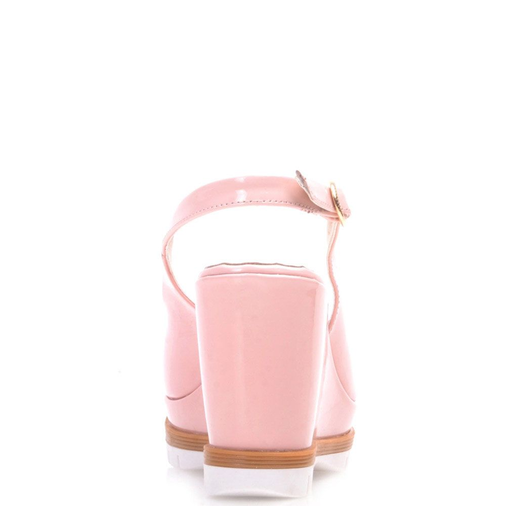 Босоножки Prego из лаковой кожи розового цвета на танкетке