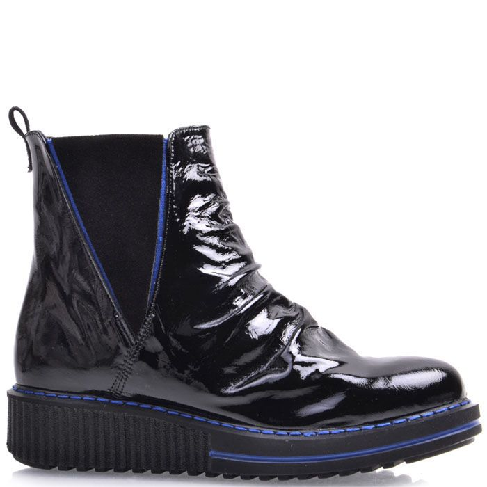 Ботинки Prego из натуральной лаковой кожи со вставками-резинками и синим декором