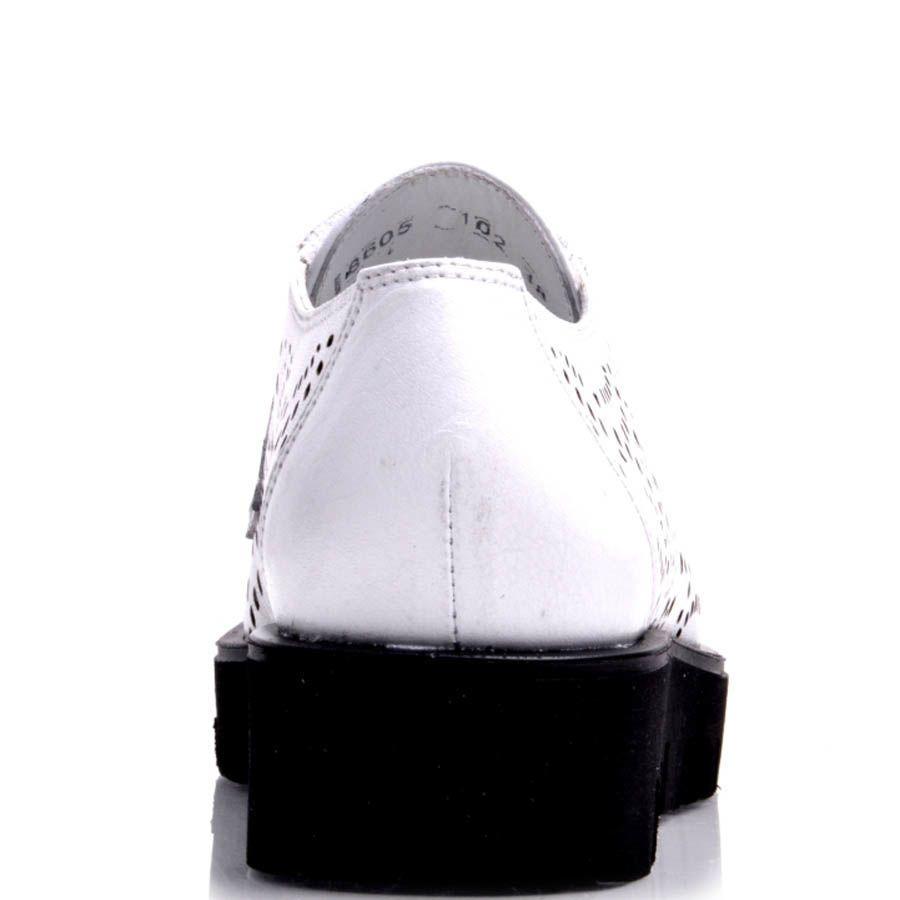 Ботинки Prego белые с перфорацией на толстой подошве