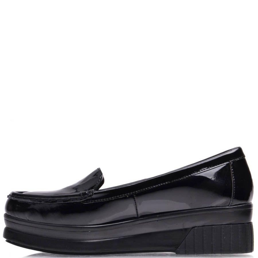 Туфли Prego черного цвета лаковые на танкетке