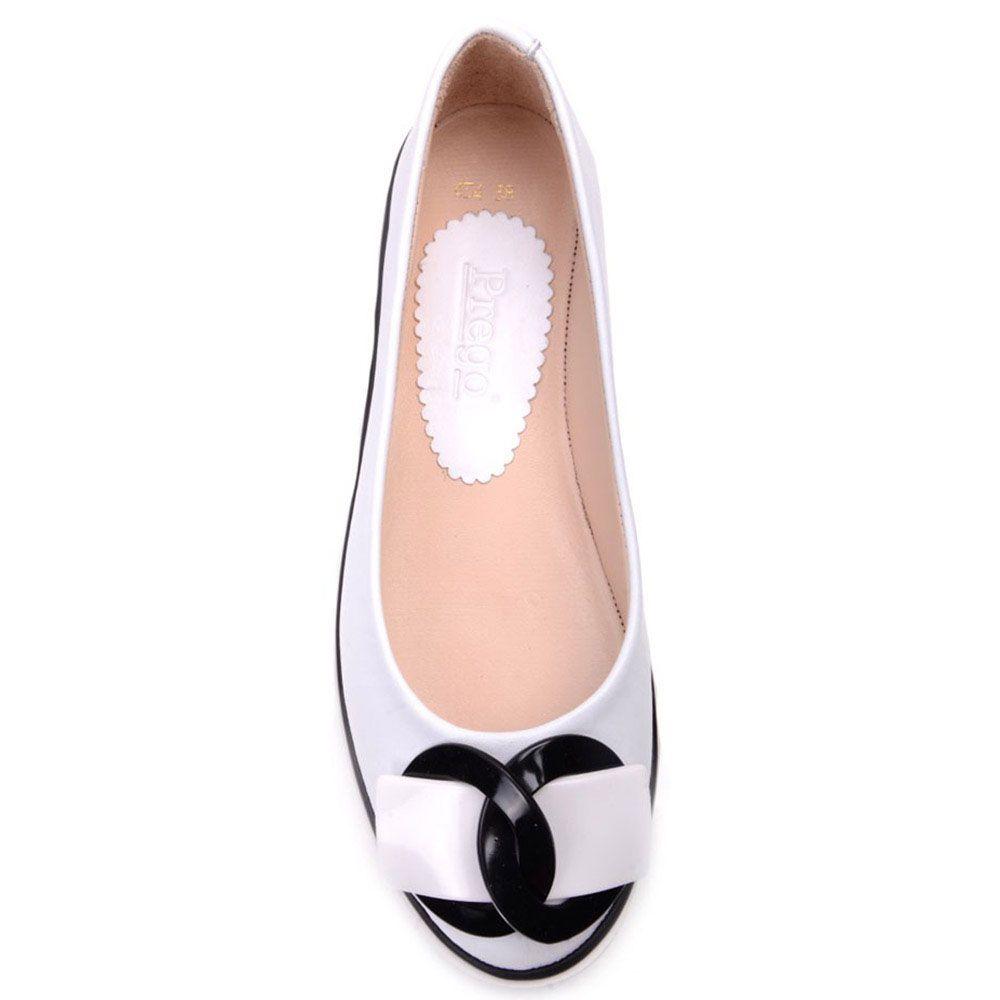 Туфли Prego из кожи белого цвета с декором на носочке