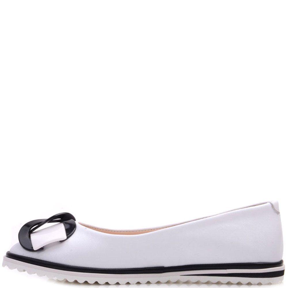 Туфли Prego из натуральной кожи белого цвета с декором на носочке