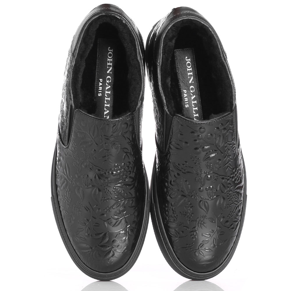 Утепленные слипоны John Galliano из черной полированной кожи с тиснением