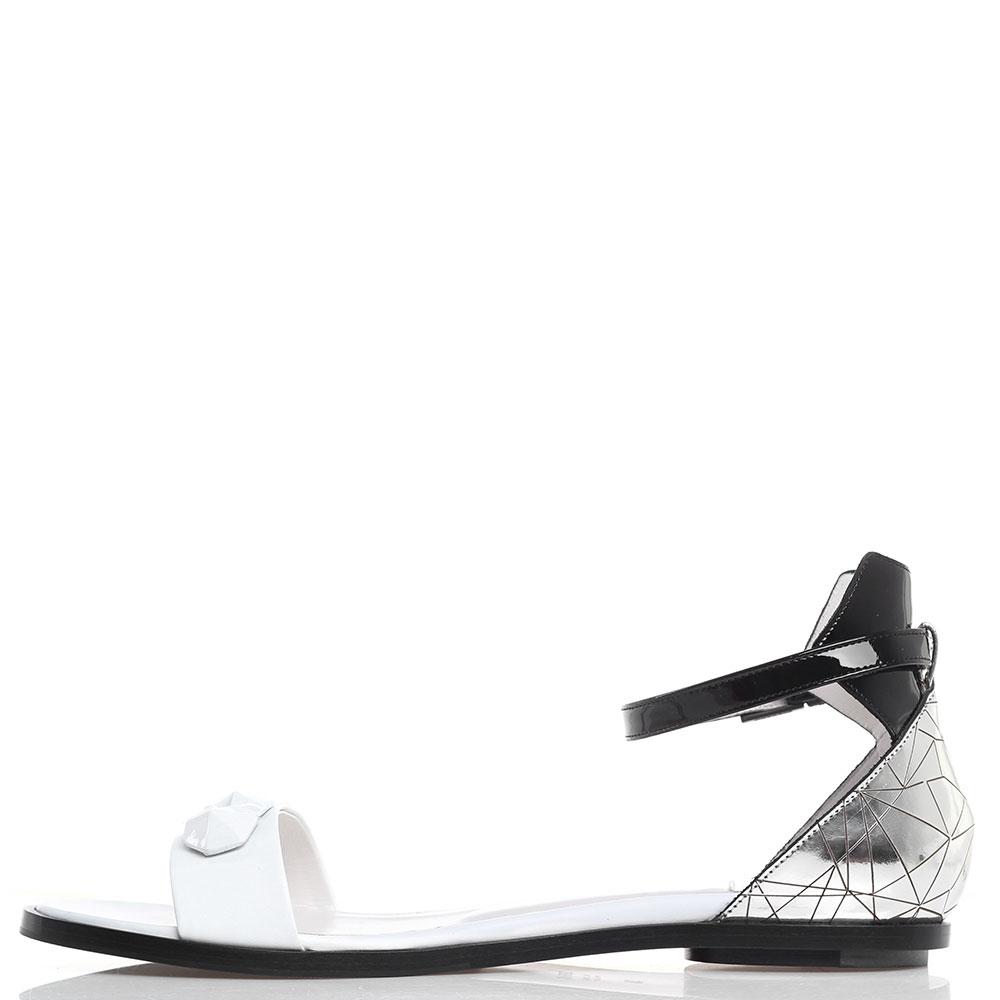 Черно-белые сандалии Iceberg с серебристой пяточкой